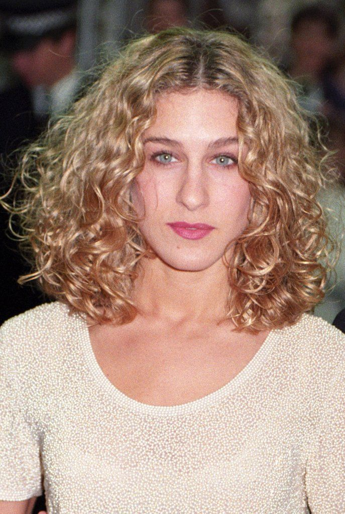 Image Result For Sarah Jessica Parker Hair With Images Carrie Bradshaw Hair Sarah Jessica Parker Hair Curly Hair Styles