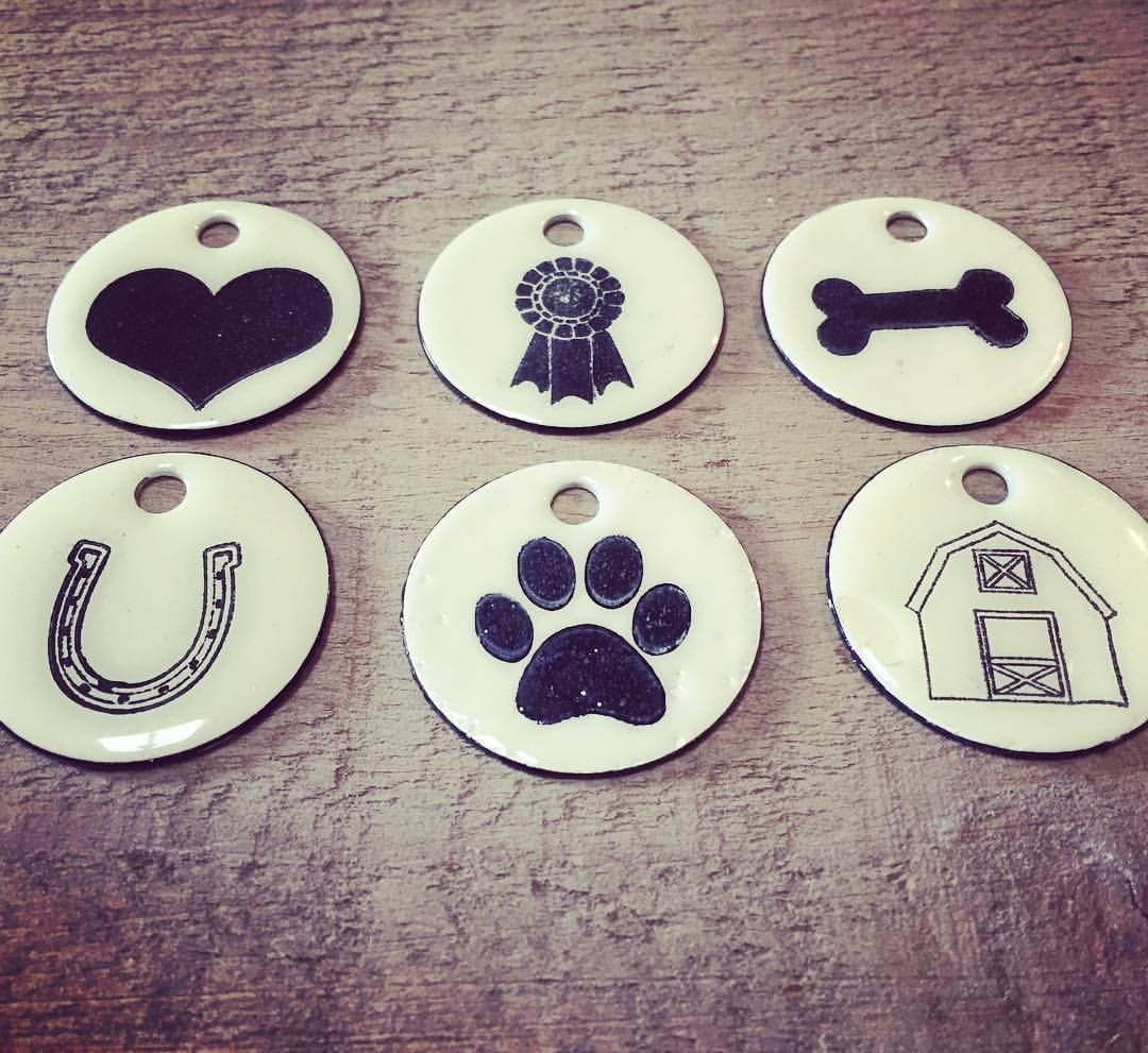 We have a tag for all your favorite things ❤️ #brassandink #barnstyle #fromstabletohome #puppy #horses #barn #ribbon #horseshow #heart #keychain