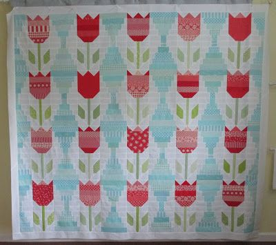 Cupcakes N Daisies Vintage Tulips A Finish Love This Version Quilt Patterns Quilts Flower Quilts