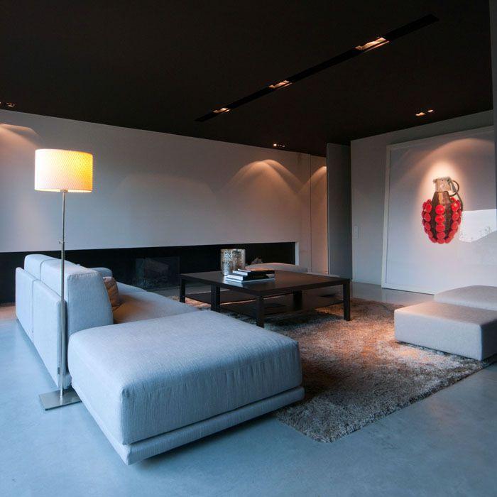 maison contemporaine am nagement design int rieur moderne salon chemin e plafond noir. Black Bedroom Furniture Sets. Home Design Ideas
