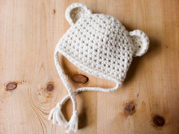 Voici un petit bonnet au crochet qui se réalise facilement et rapidement.  Idéal pour les débutants en crochet.