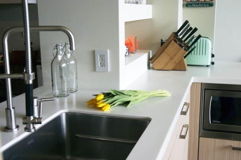 Acrylic Solid Surface Countertops Pros Cons Acrylic Cons Countertops Pros Solid Su In 2020 Solid Surface Countertops Kitchen Solid Surface Countertops Countertops