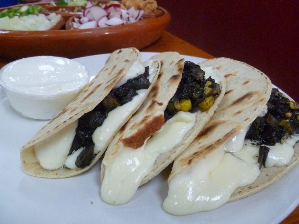 Quesadillas De Huitlacoche De Taquería Tenango S En Miami Restaurants Comidamexicana Recetas Recetas De Comida Mexicana Y Comida Mexicana