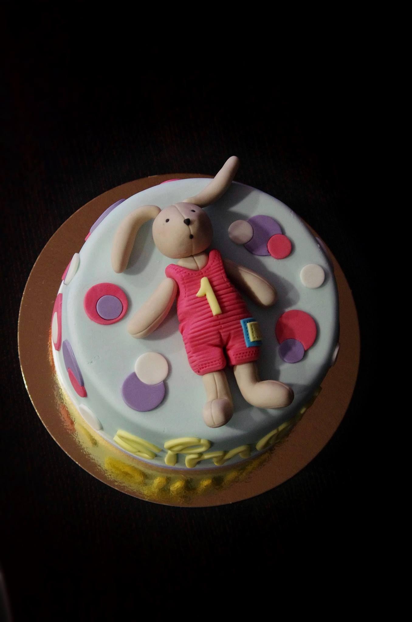 Un gâteau à l'effigie de notre lapin Sylvain Voici Sylvain le lapin… en gâteau d'anniversaire ! Il a été réalisé par un créateur pâtissier vendéen. Admirez !