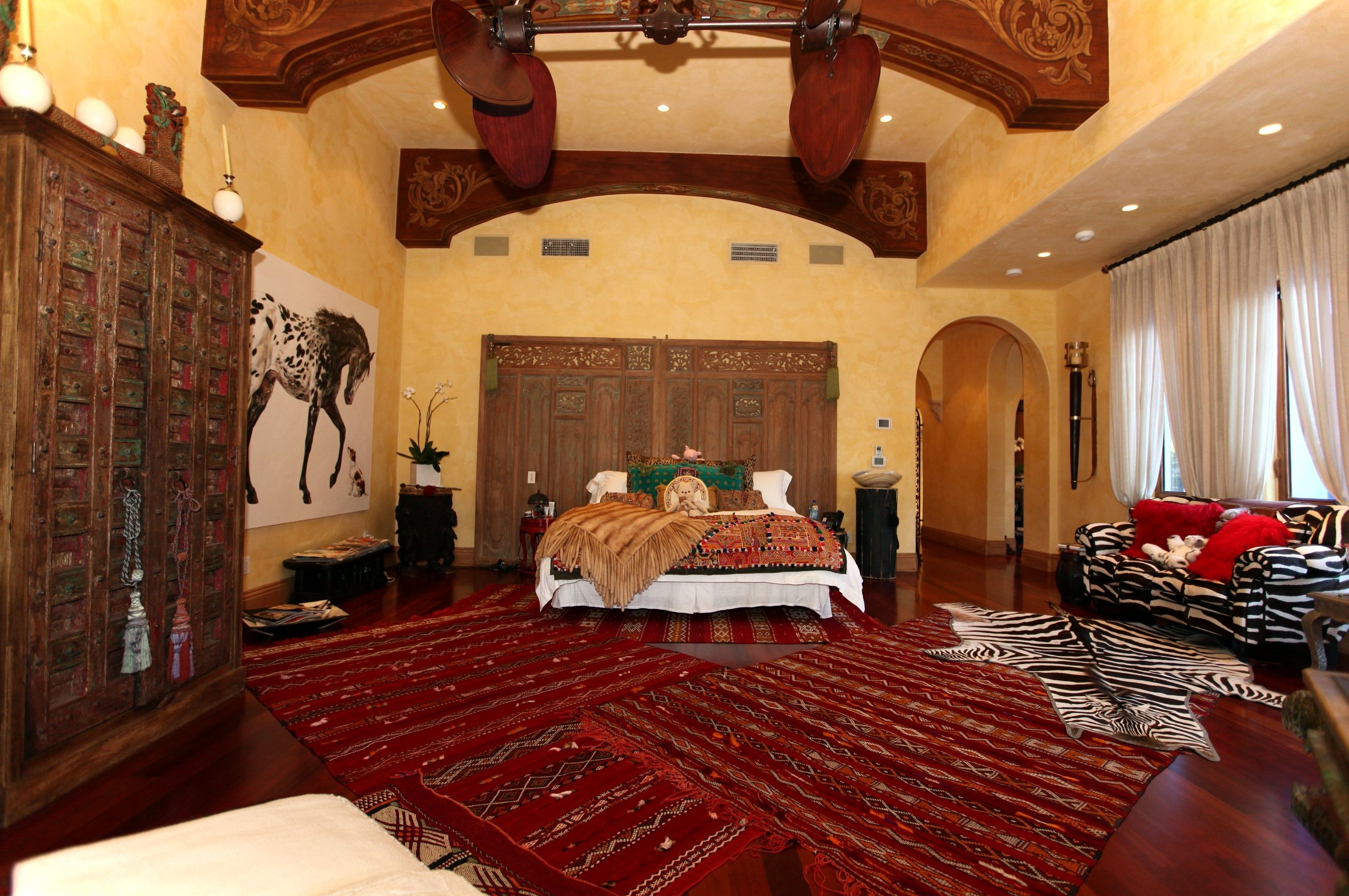 Carpeting For Bedrooms Concept Decoration adorable moroccan bedroom theme decorating ideas with large red