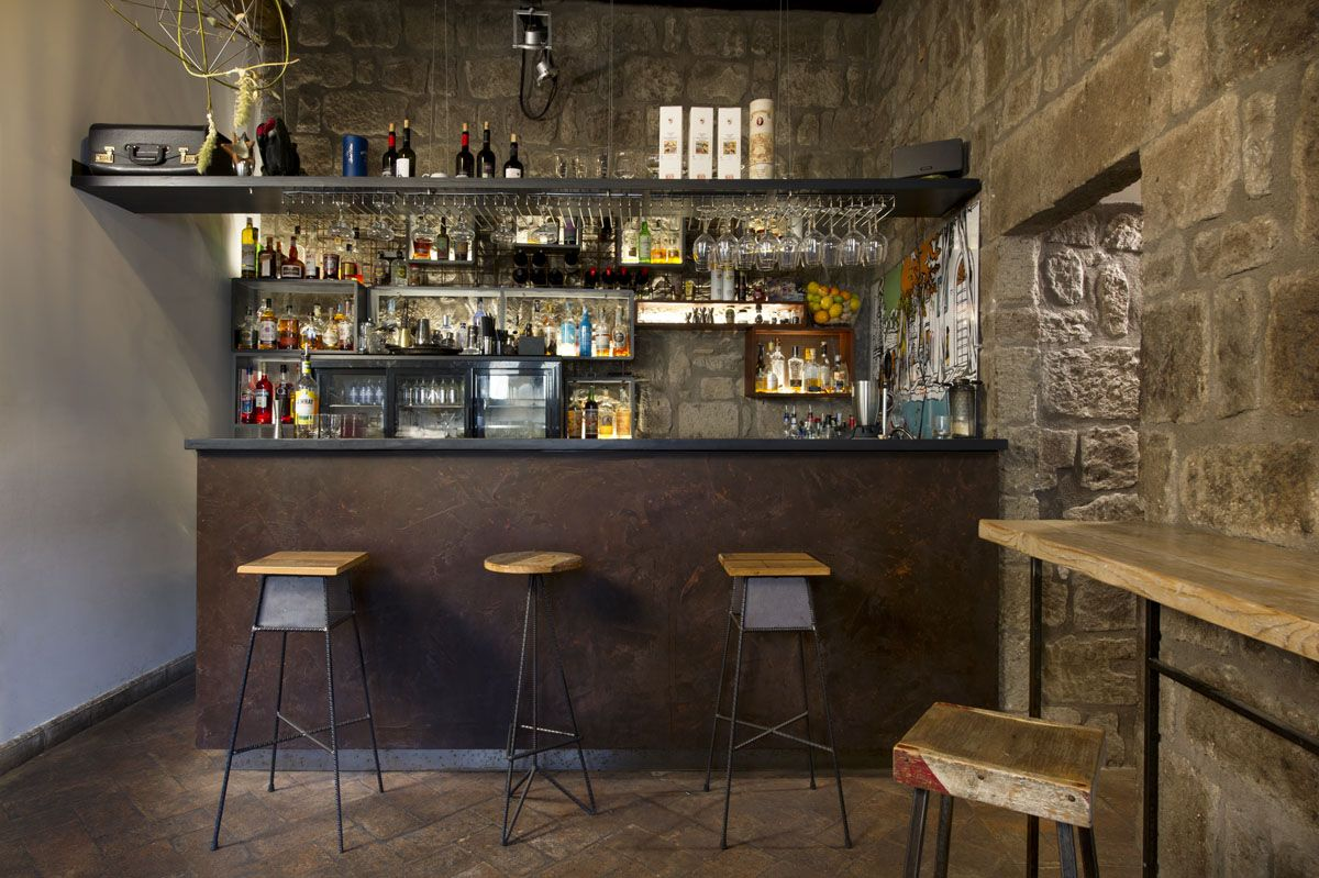 Un bancone su misura realizzato da laquercia21 per il bar magna