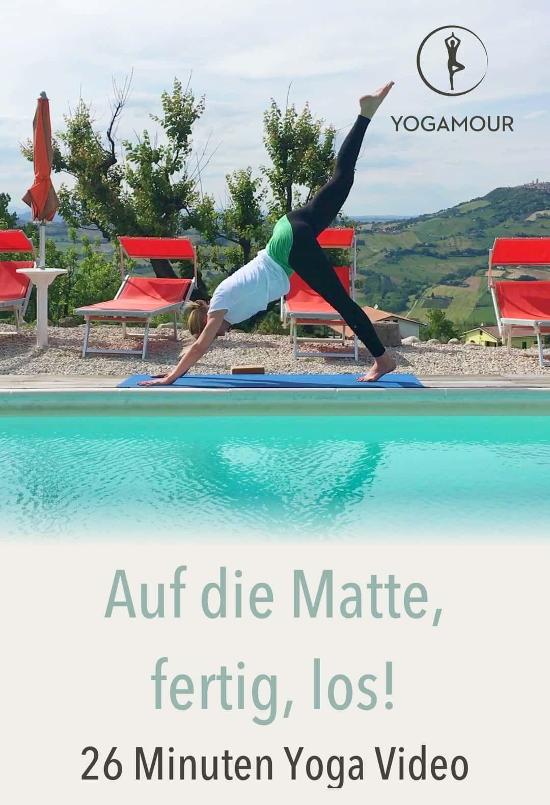 """Ein wunderbares Werkzeug, den Körper zu """"pflegen"""" und wieder geistige Ruhe zu finden, sind Yoga Asanas. Aus diesen Gedanken heraus entstand diese YOGAMOUR-Folge: Sanftes, sicheres, ruhiges Üben, überwiegend zur Kräftigung der Rumpf- und Schultergürtelmuskulatur. Love Your Back 2 – Yoga für einen gesunden Rücken YOGAMOUR #69"""