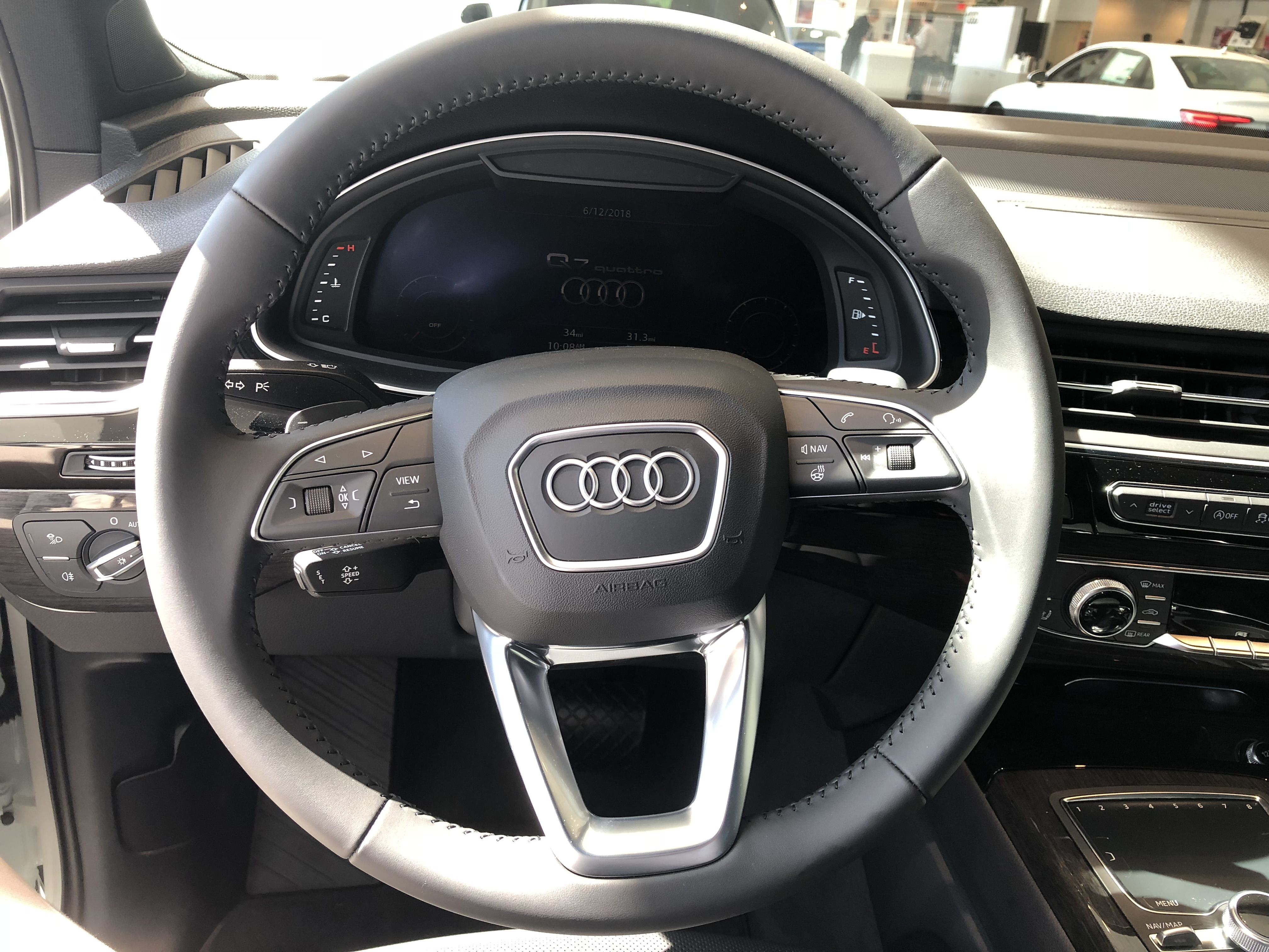 Steering Wheel Virtual Dashboard On The 2018 Audi Q7 With Black