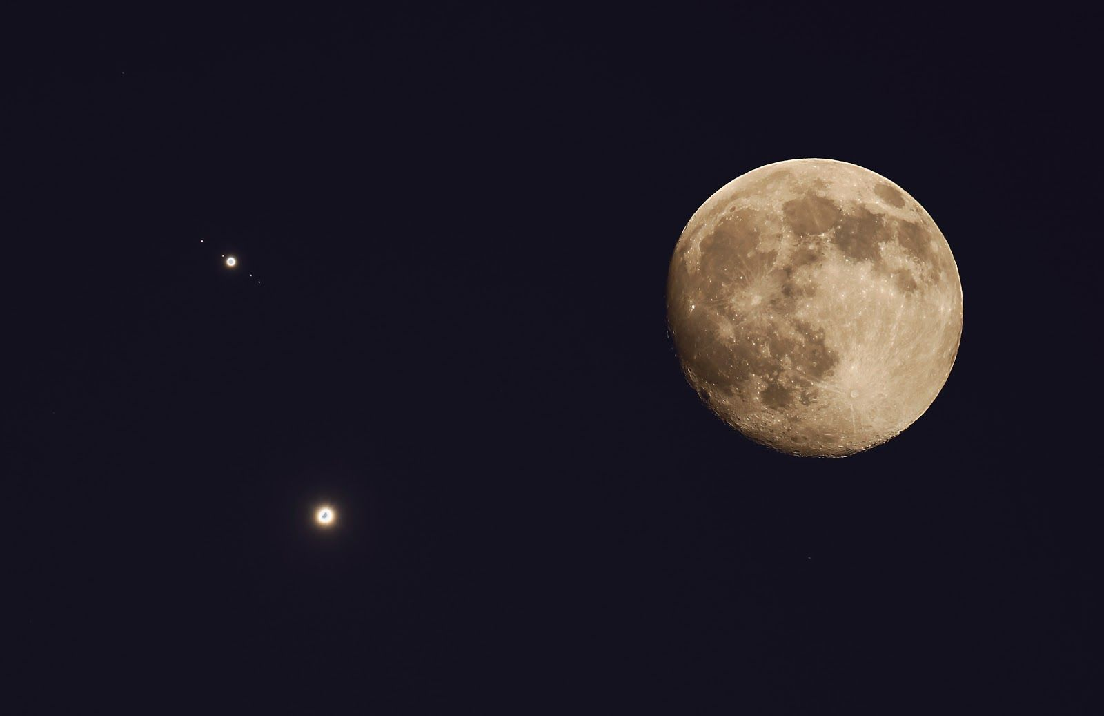 Moon Venus Jupiter And Moons Earth Blog Astronomy Pictures Astronomy Jupiter Moons
