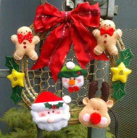 Corona navide a en fieltro navidad fieltro pinterest - Coronas navidenas de fieltro ...