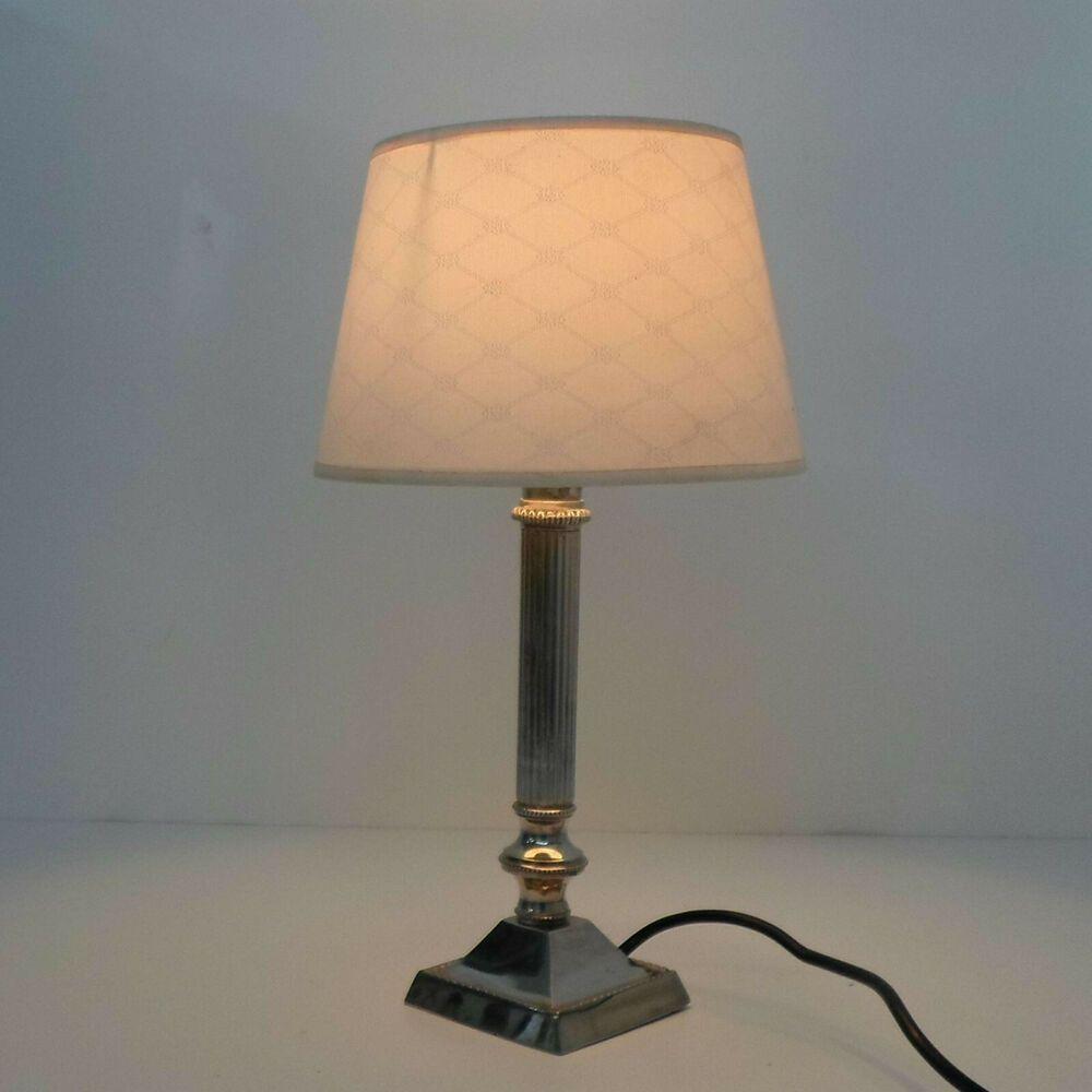 Kleine Vintage Tischlampe Lampenbasis Aus Metall Versilbert Mit Lampenschirm In 2020 Vintage Tischlampen Tischlampen Lampe