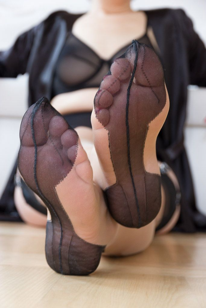 Busty brunette vicki peach wants you to cum all over her sexy vintage fully fashioned nylon feet