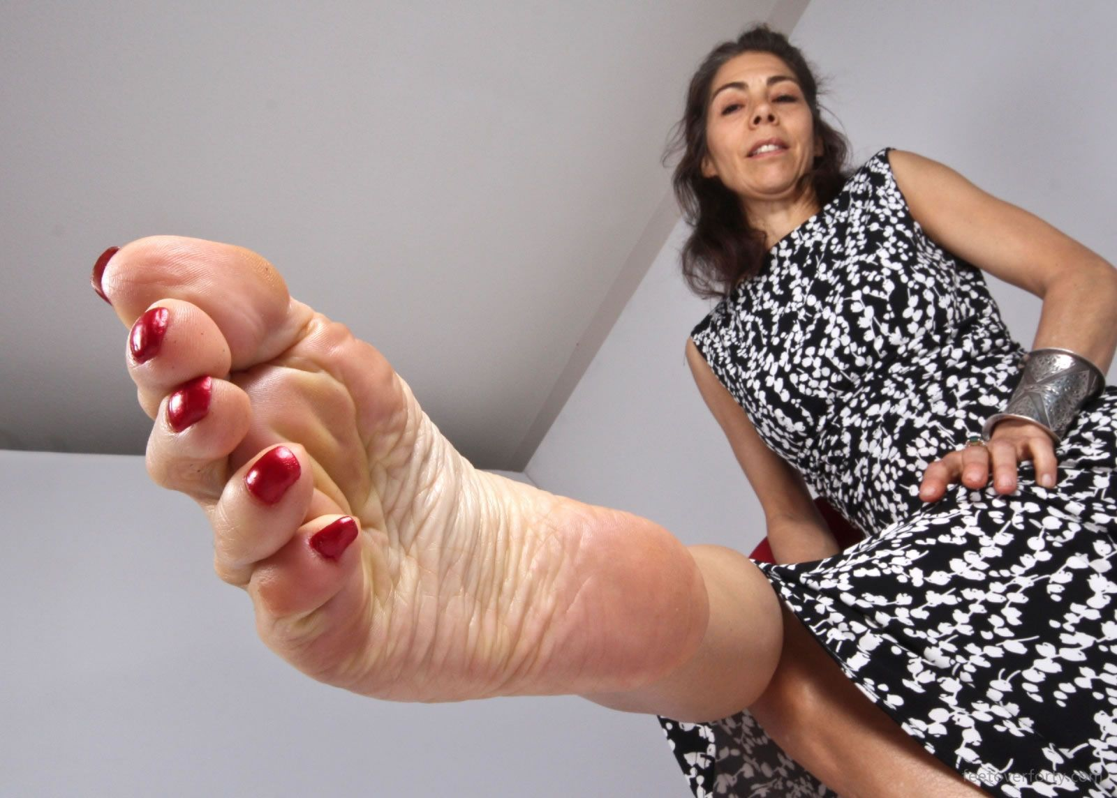 Female Foot Fetish Of Older Women - Naked Photo-2118