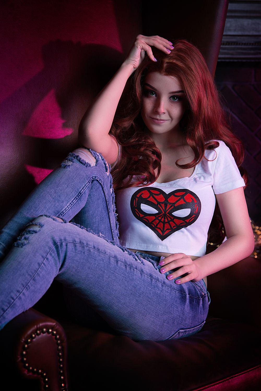 Helly Von Valentine as Mary Jane (Spiderman) : cosplaygirls