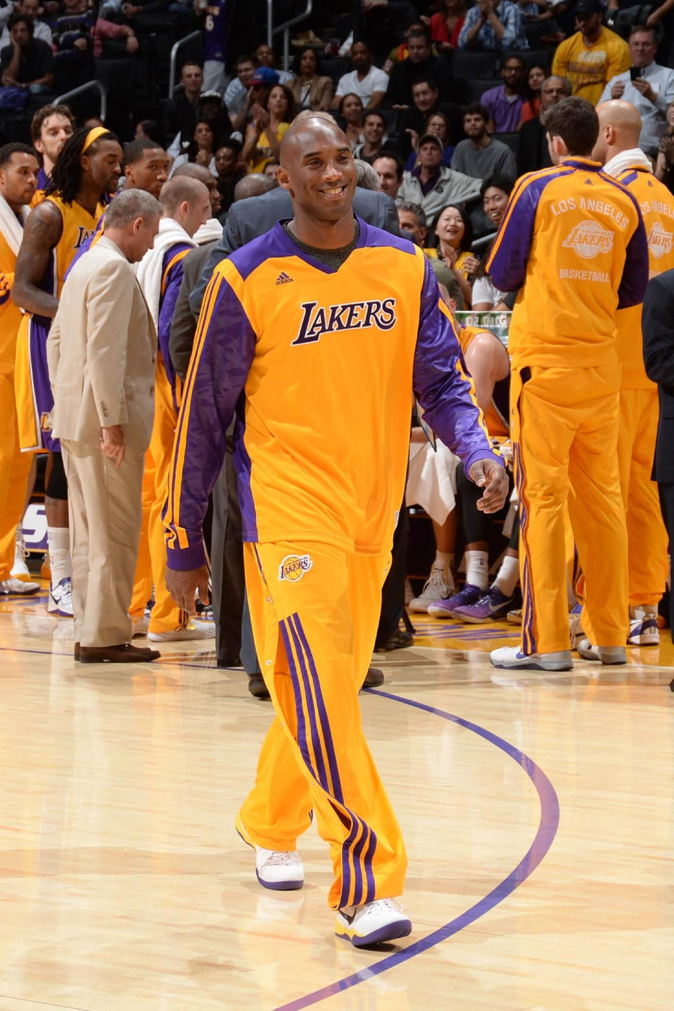 Los Angeles Ca November 15 Kobe Bryant 24 Of The Los Angeles Lakers Makes His Way To Midcourt To Help Present A Kobe Bryant Kobe Bryant 24 Kobe