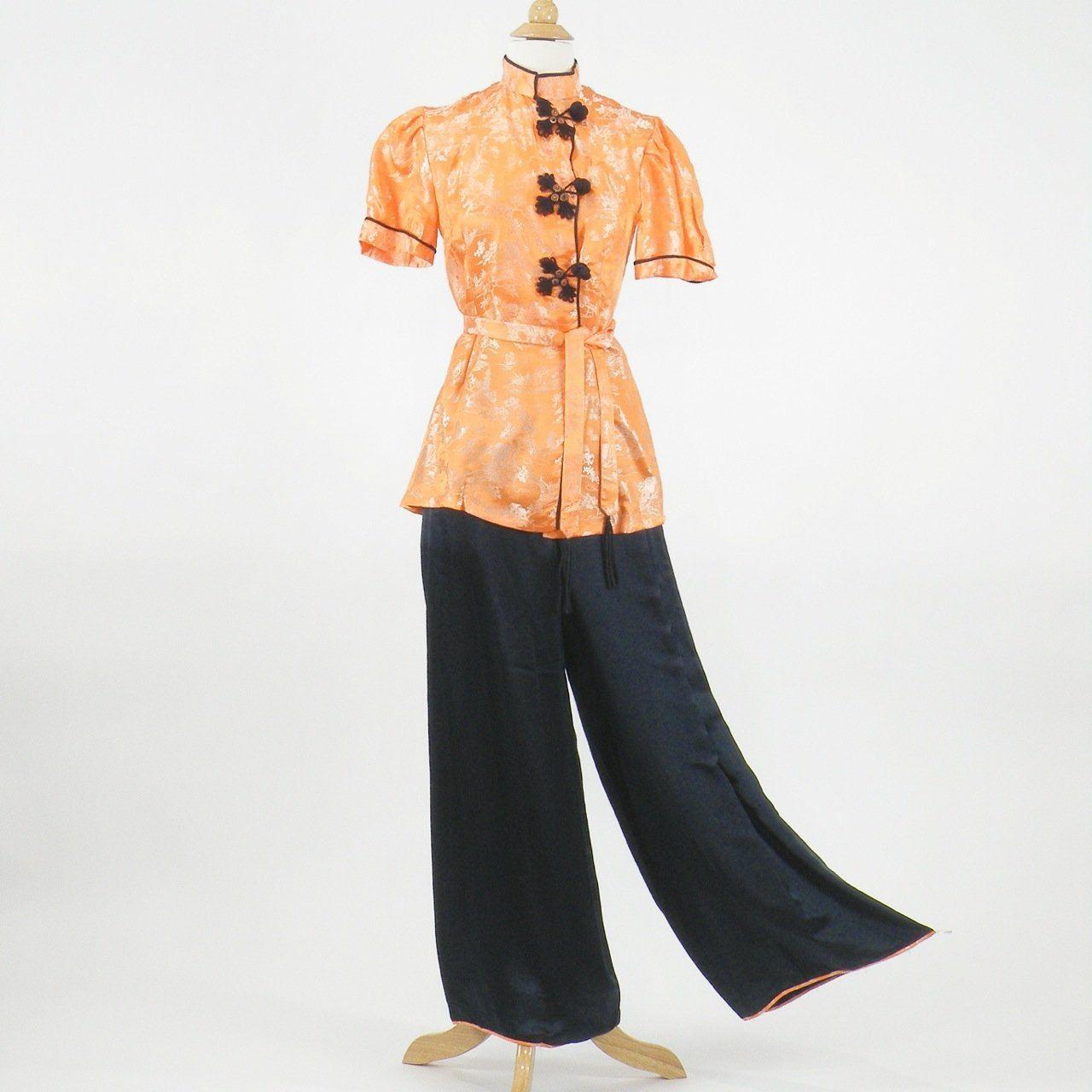 4e6ce6e7c6 1940s Silk Pajamas 40s Loungewear Set Chinese by daisyandstella