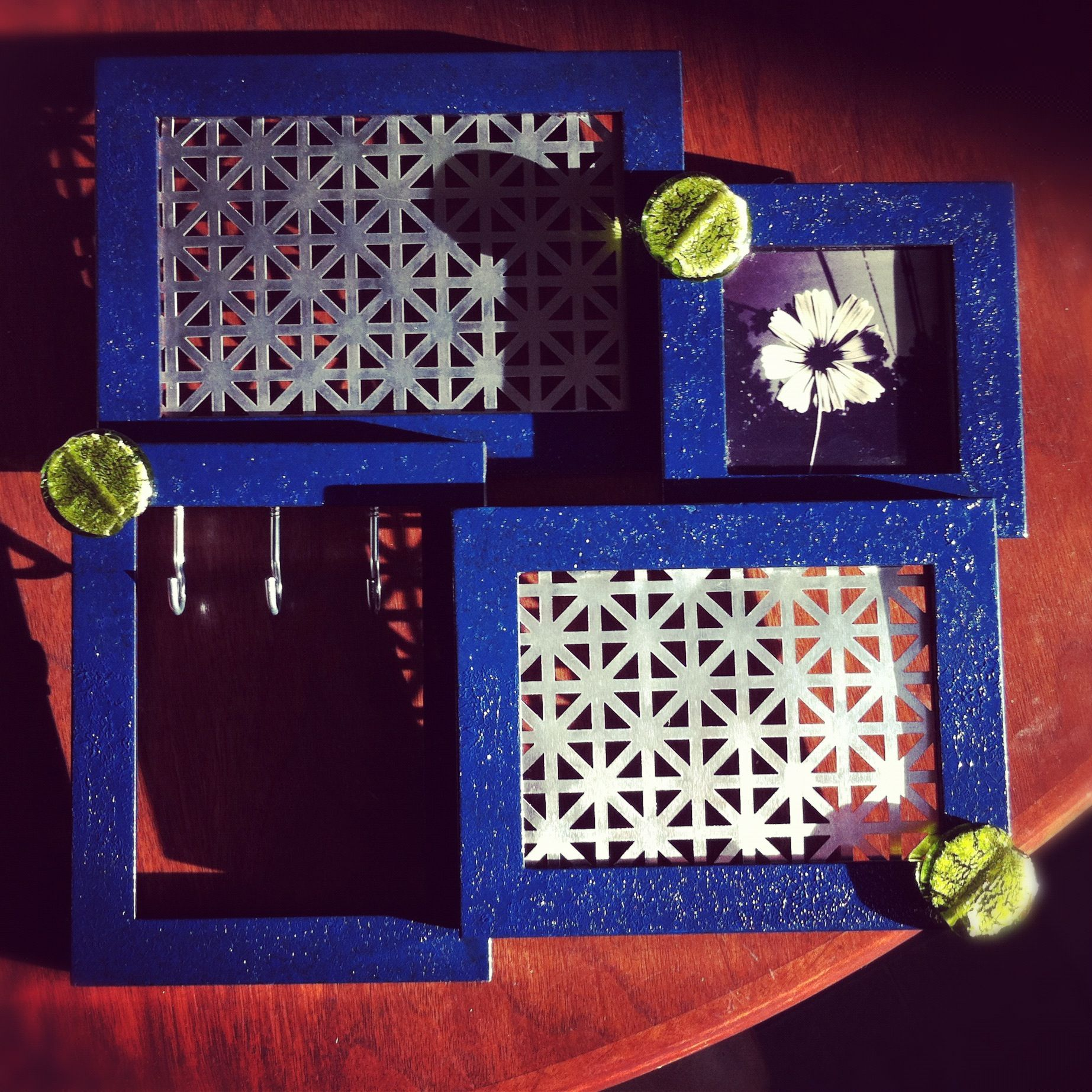 Homemade jewelry hanger, made from a used photo frame. #diy #frame ...