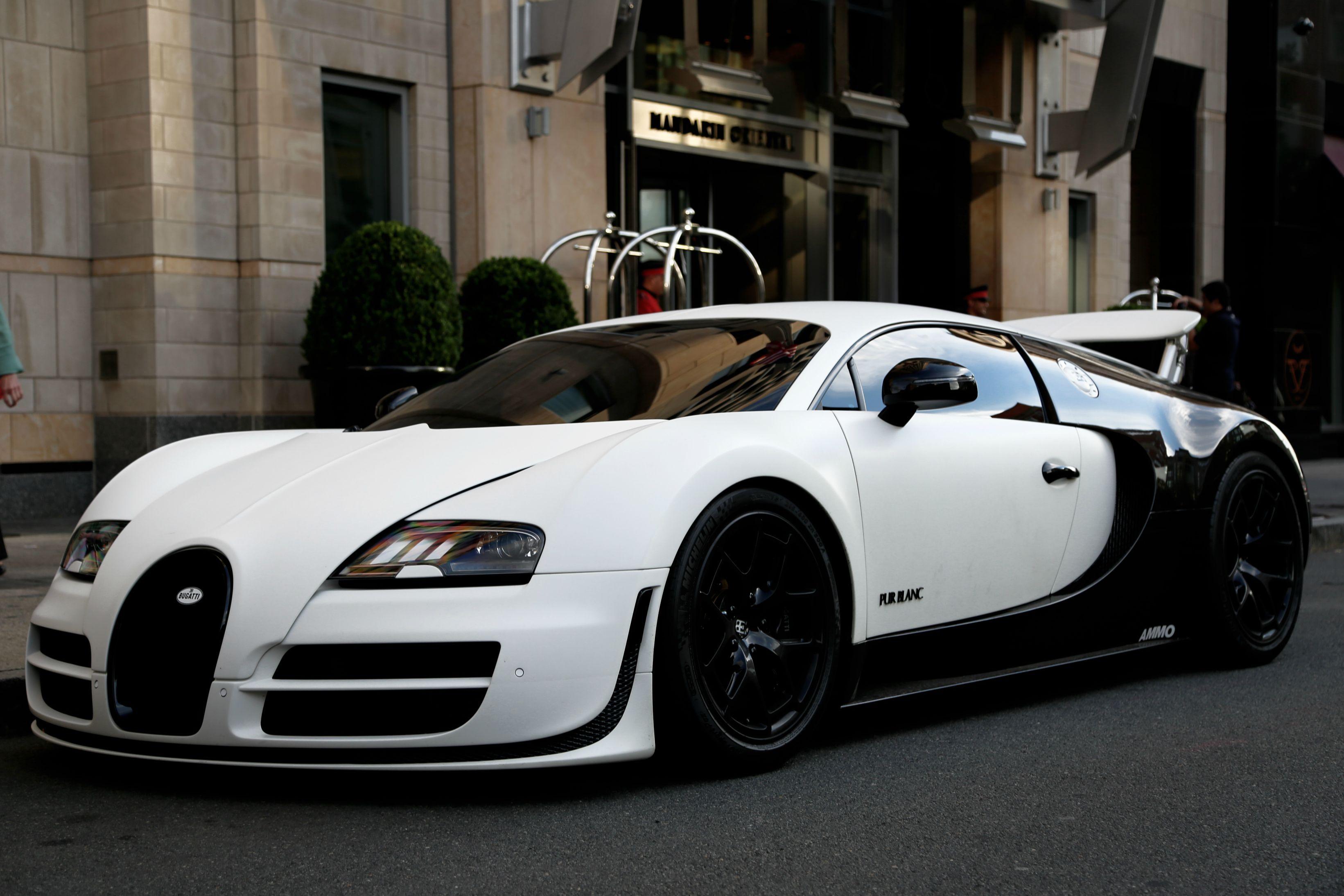 1 1 Bugatti Veyron Super Sport Pur Blance Bugatti Veyron Super Sport Sports Cars Bugatti Veyron Bugatti Cars