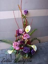 Znalezione Obrazy Dla Zapytania Bukiety Ze Sztucznych Kwiatow Na Cmentarz Do Wazonu Flower Arrangements Floral Arrangements Flowers
