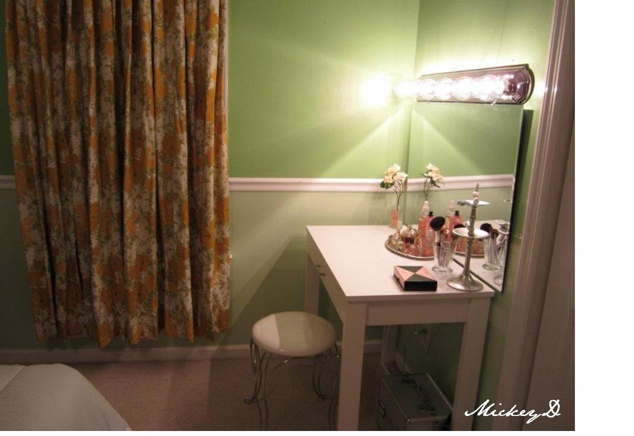 Vanity With Lights For Room : DIY vanity & lights dressing room Dream Dressing room Pinterest