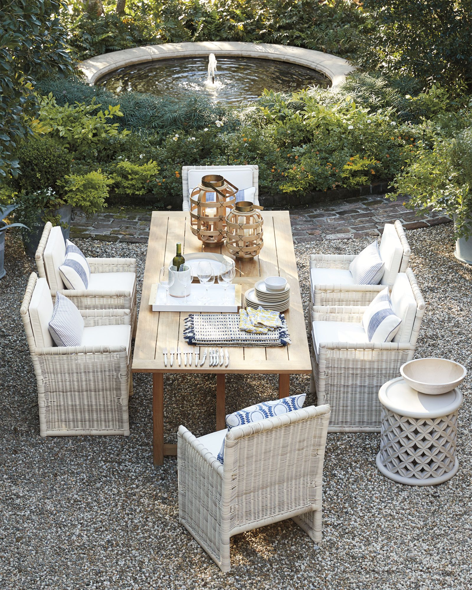 Outdoor Entertaining Year Round The California Way Pacifica Dining Chair With Cushion Via Serena Lily