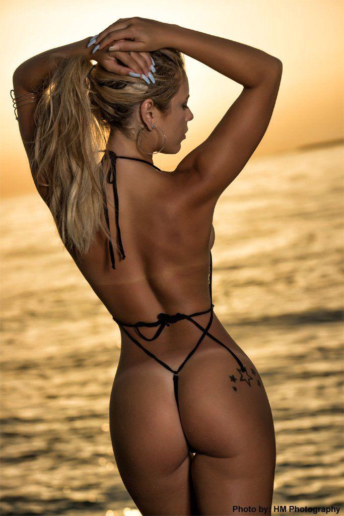 Cameron goodman shows her ass