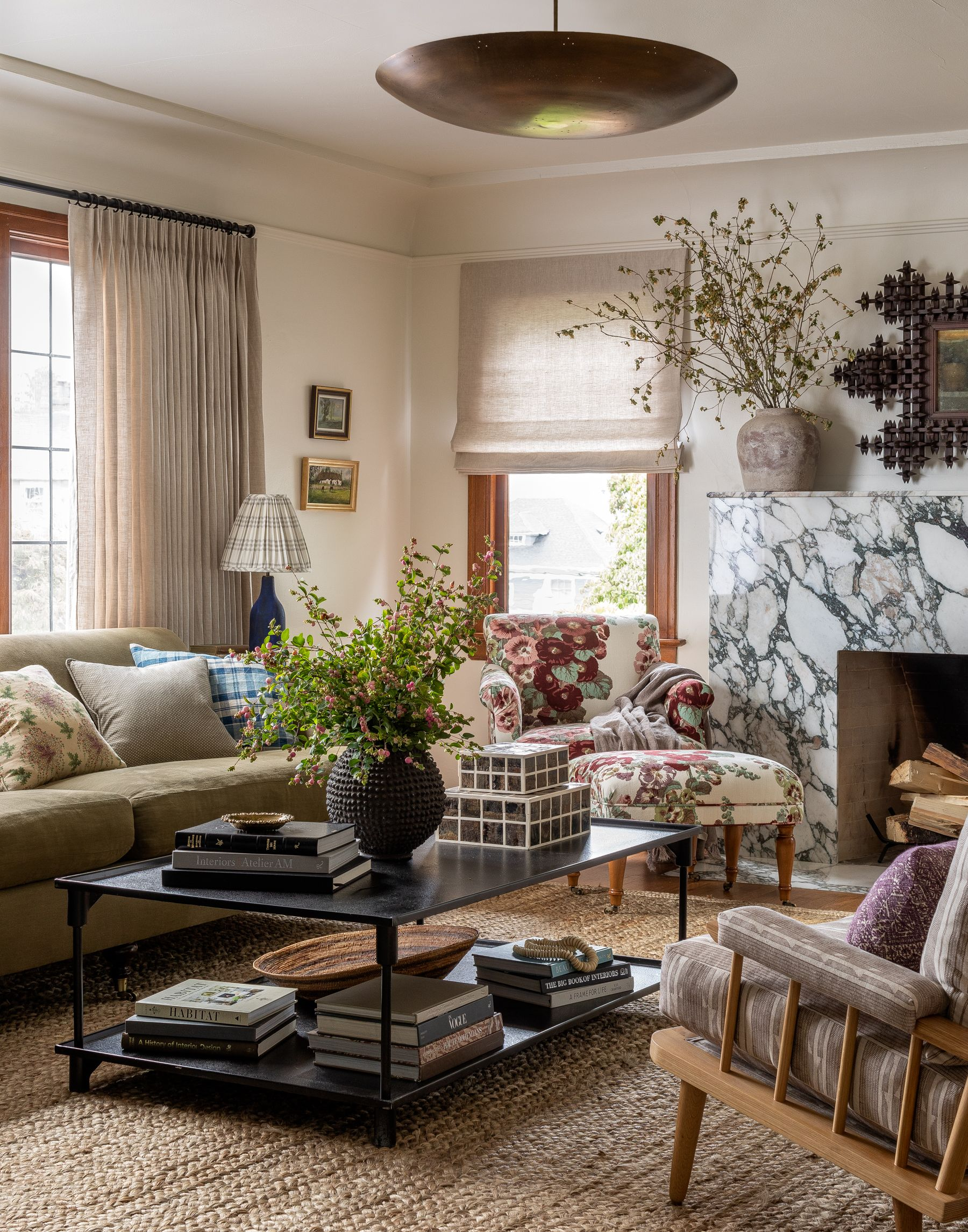 House Tour This Seattle Home With Muted Color And Layered Textiles Has Major English Cottage Sty In 2020 Living Room Colors Eclectic Living Room Vintage Living Room #traditional #living #room #style