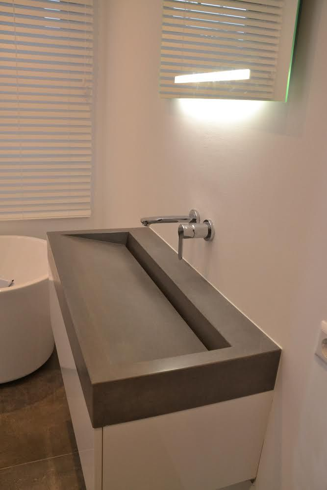 Mijn badkamer: Beton wastafelblad met maatwerk ladekast | My Own ...