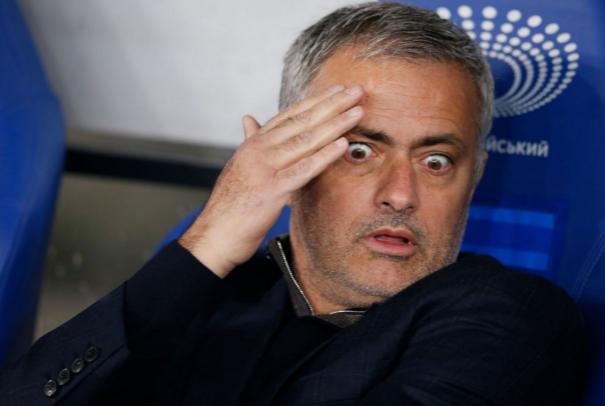 """Mourinho Bị """" Đâm Sau Lưng """" Ở MU:"""