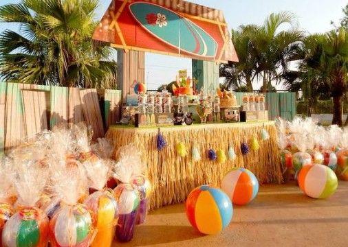 Ideas geniales de decoracion hawaiana para 15 a os for Ideas para cumpleanos en piscina