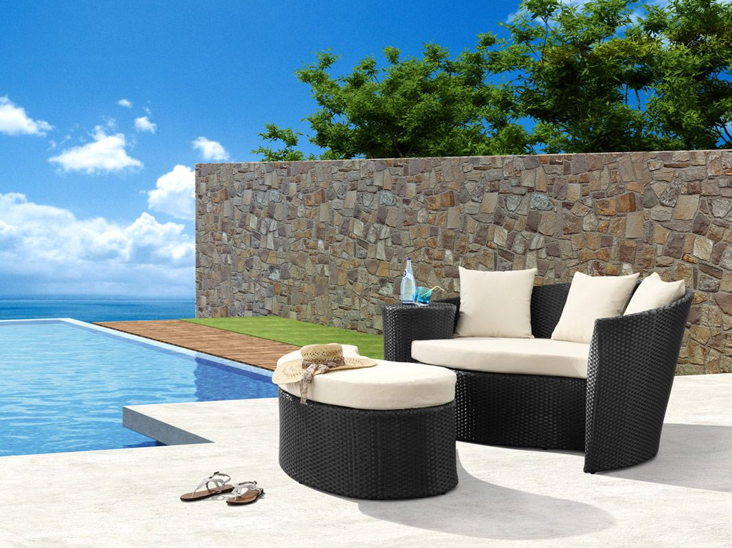 Good Catch A Mid Day Nap On These Outdoor Patio Daybeds