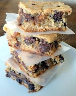 Peanut Butter Chocolate Chip Blondie Bars - perfect hybrid between cookie and brownie., Chewy and delicious,,