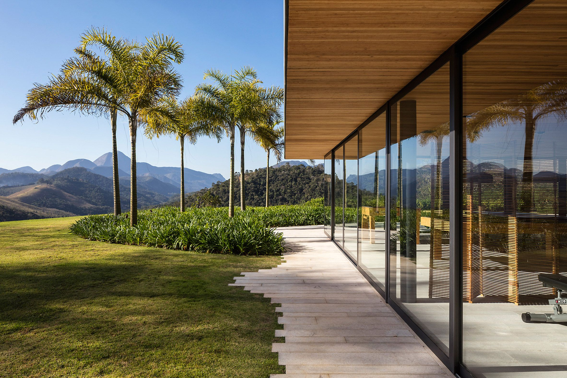 Httpswwwdezeencom20170629Bernardes Arquiteturas Casa Terra Concrete Walls Colour Brazil Architecture