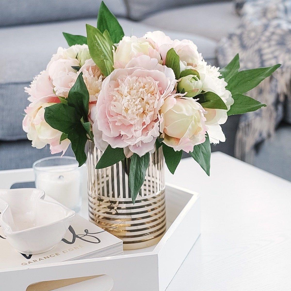 Bouquet de pivoines et de roses