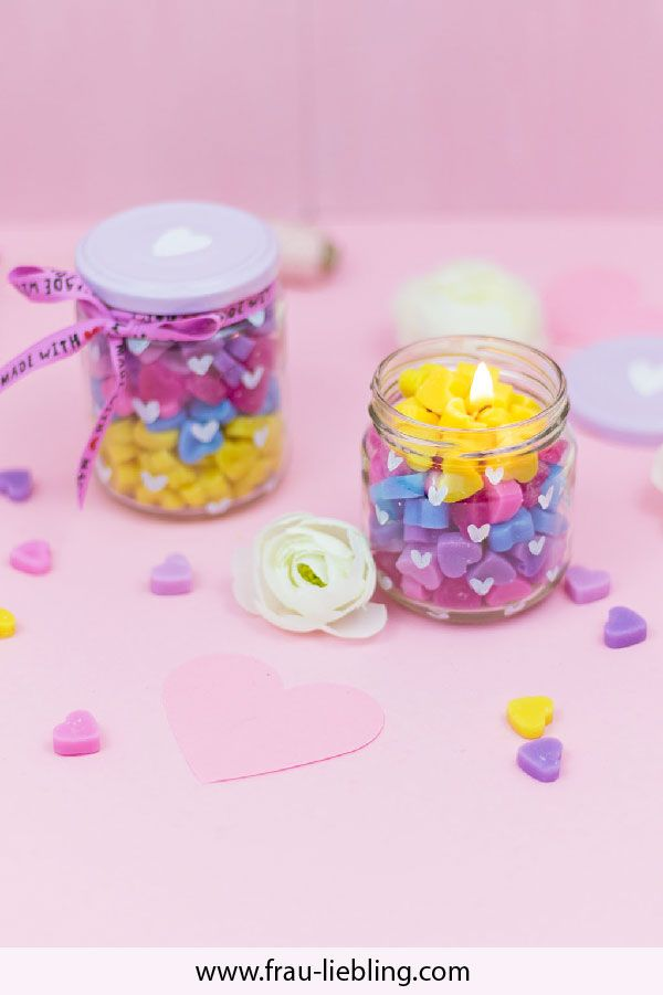 diy geschenk regenbogenkerze im glas frau liebling diy deko und geschenke selber machen. Black Bedroom Furniture Sets. Home Design Ideas