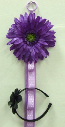 Need to make this for Hailey, she has too many headbands!
