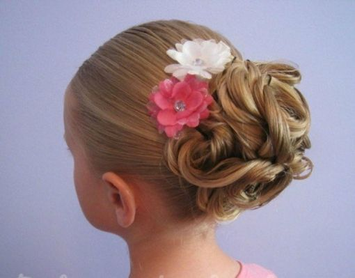 coiffure petite fille 50 id es adorables pour le printemps girl hairstyles chignons and updos. Black Bedroom Furniture Sets. Home Design Ideas