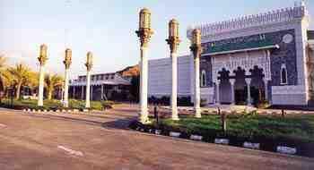 دليل لايفوتك متحف الحرمين الشريفين يمتلىء بالشعائر الدينية ويضم بعض مقتنيات المسجد النبوى صور نادرة للحرمين الشريفين يقدم لايف Cn Tower Landmarks Tower