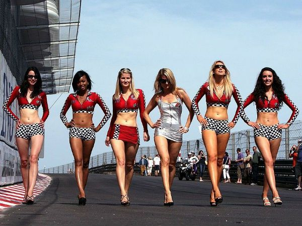 Hot Grid Girls Populated The Pits Of All Racing Teams During The 2012 Formula 1 Championship Here Is A Look At Some Beautif Pit Girls Grid Girls Paddock Girls