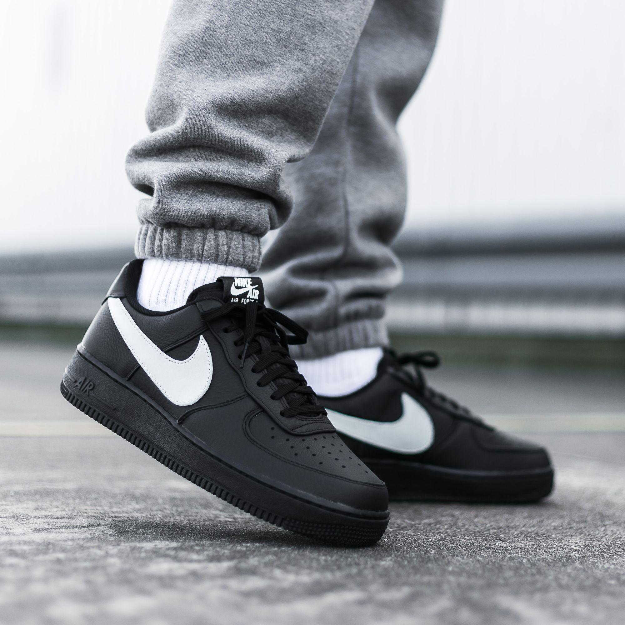 Big Swoosh Nike Air Force 1 07 Premium Black On Feet Nike Airforce1 Bigswoosh Nikelogo Sneakers Nikeairforce1 Poses Fotograficas Moda Estilo