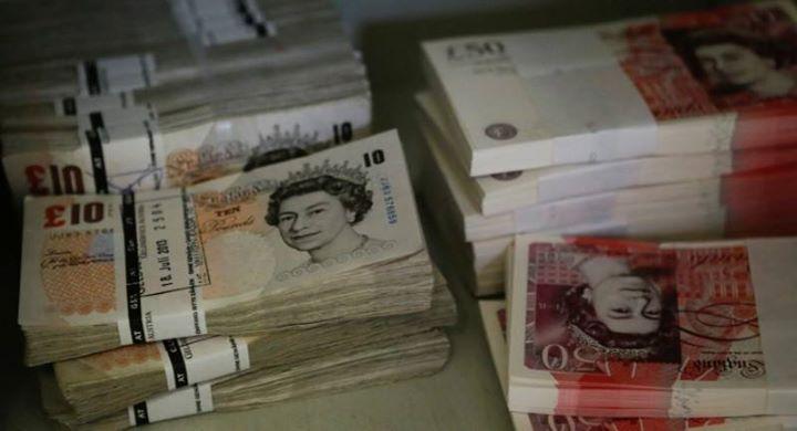 الاسترليني يسجل أعلى مستوى في عشرة أيام مقابل الدولار Reuters الاسترليني يسجل أعلى مستوى في عشرة أيام مقا Trade Finance Money Bank Notes