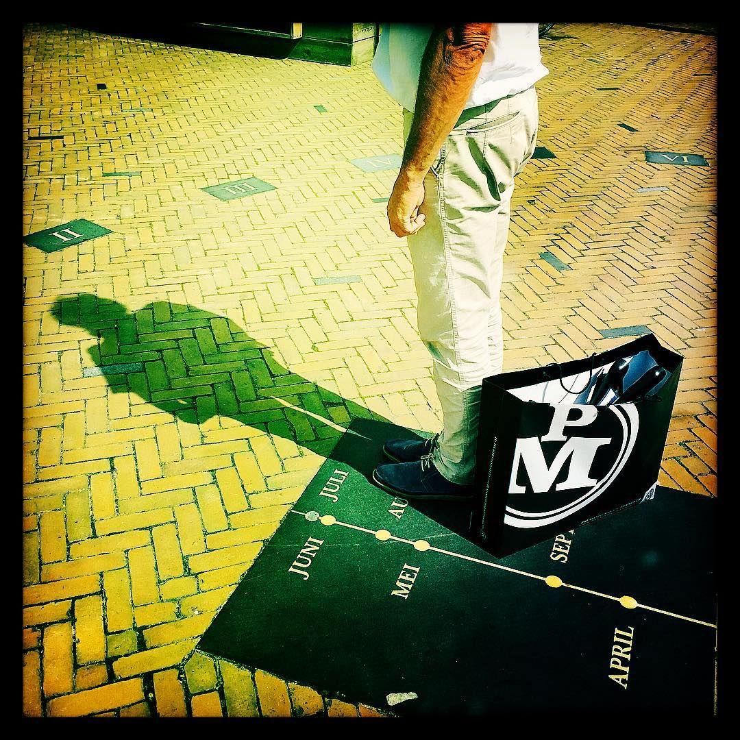 08/21 - Met Johan bij PM in Franeker en op het plein kijken hoe laat het is.