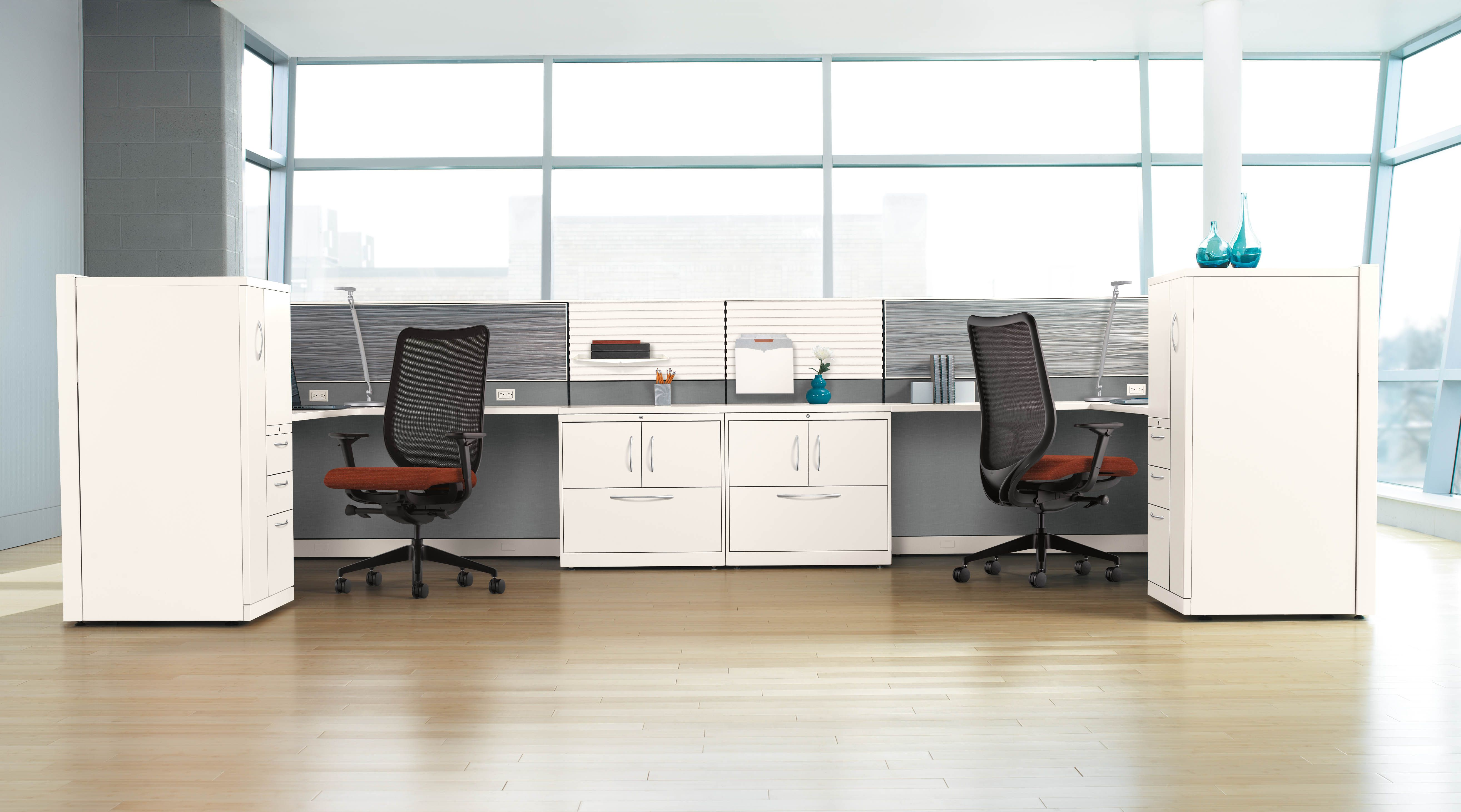 Kimball Xsite frameless glass with brackets Stations