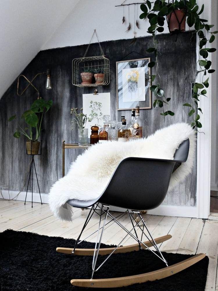 peinture à lu0027eau pour un mur noir, tapis noir, sol en bois massif et - mur en bois interieur