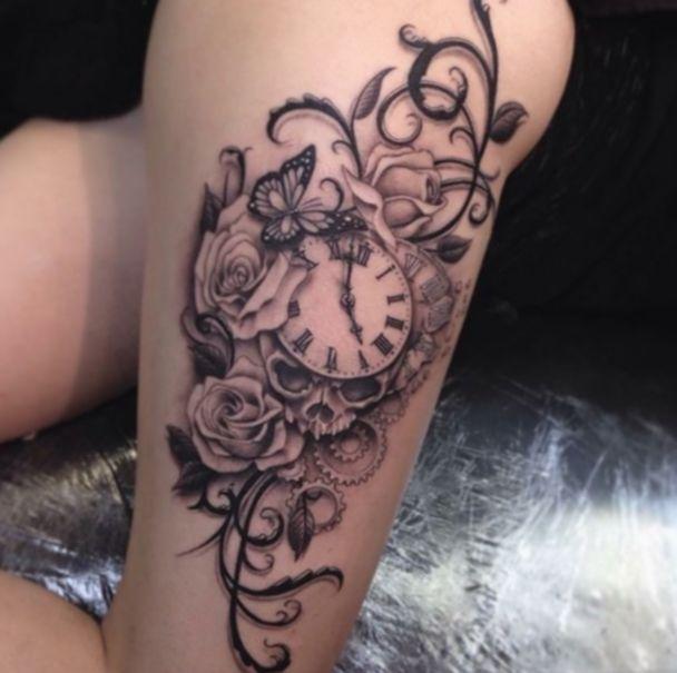 Tattoo Vrouw Bovenbeen Tekst #blacktattooart #