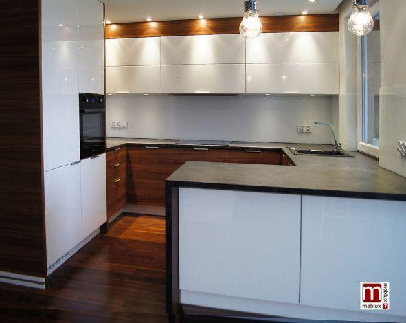 Kuchnie Wroclaw Meblux7 Meble Kuchenne Na Wymiar Kuchnia Biala Z Elementami Orzecha Kitchen Sets Kitchen Kitchen Cabinets