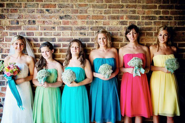 Demoiselles d'honneur en couleur arc en ciel