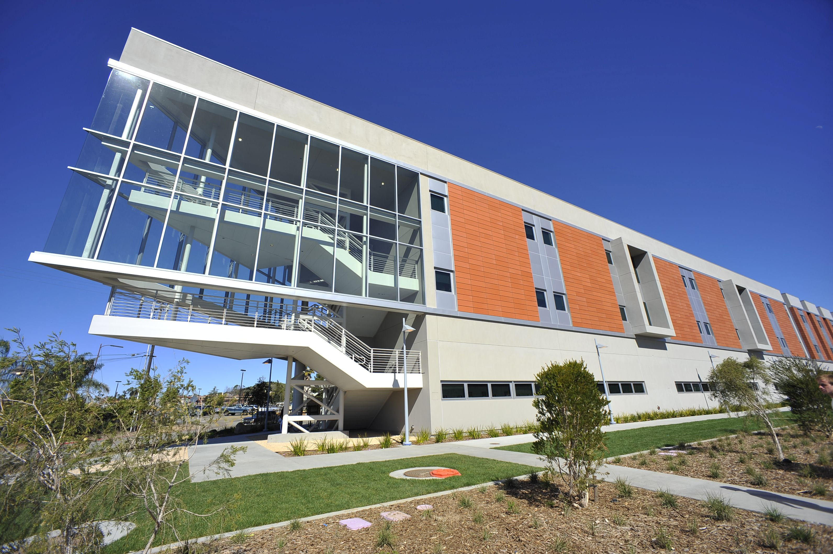 An Example Of The Design Flexibility Of Eifs This Building Showcases Exterior Insulation And