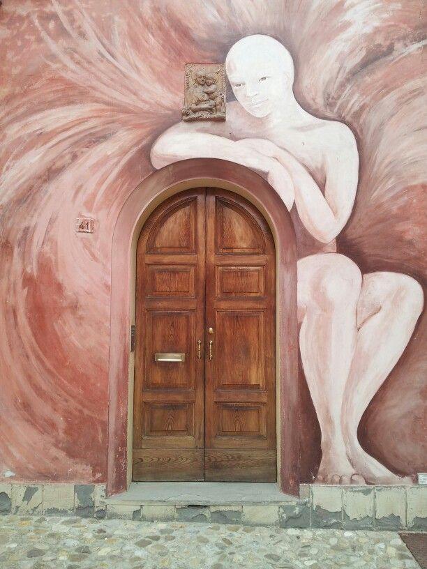 Door in Dozza (Bologna, Italy) - copyright Erica Schiavi