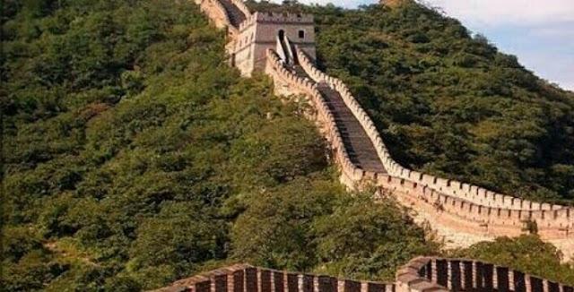 إذا كنت من محبي السفر فيجب أن تحدد وجهتك نحو واحدة من 7 عجائب الدنيا لذلك دعونا اليوم نعرض بحث عن عجا In 2020 Great Wall Of China Wonders Of
